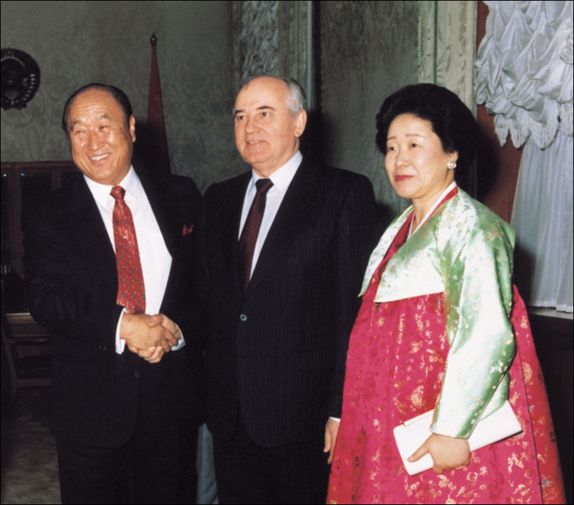 第11回「世界言論人会議」の開会式で基調講演を行われる同会議提唱者の文鮮明師(1990年4月10日、モスクワ)