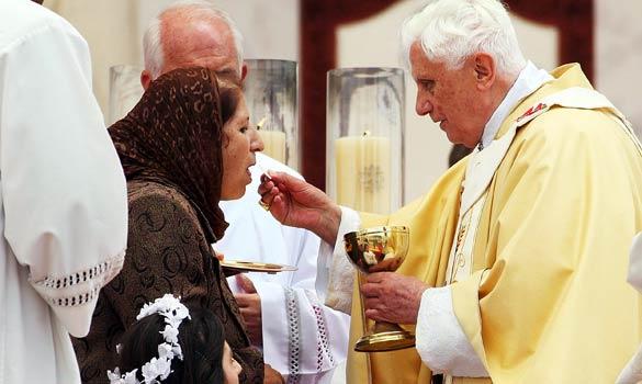 聖体拝領の様子