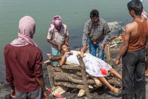 ガンジス河畔の葬式